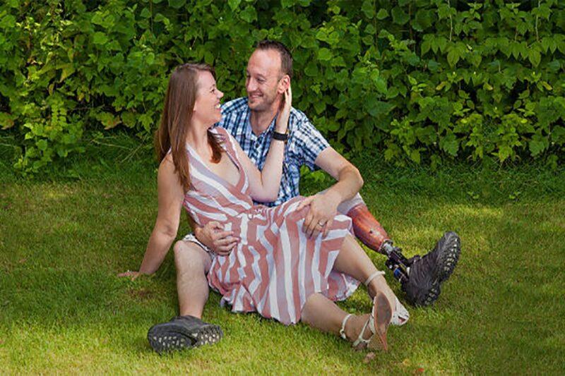 Man met prothese daten met beperking Capido