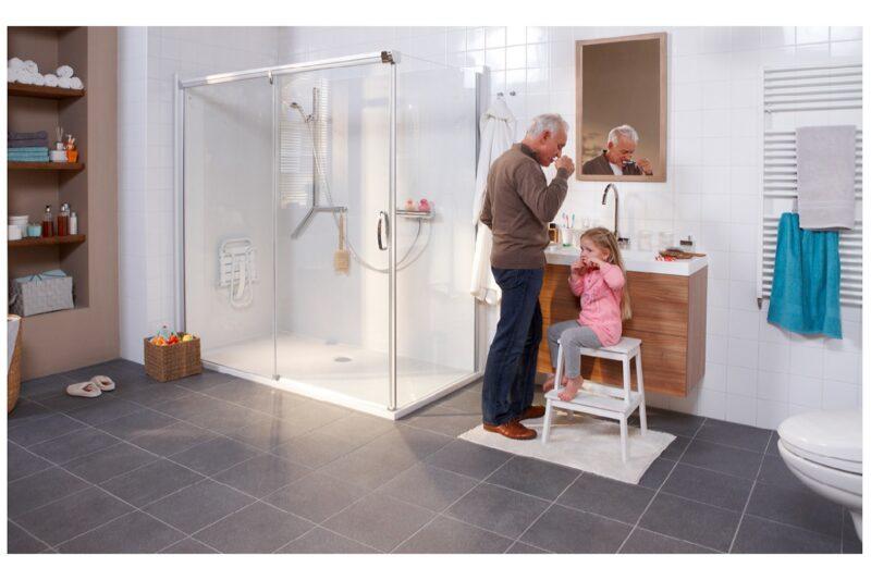 Molenaar badkamer in 1 dag opa met kleindochter