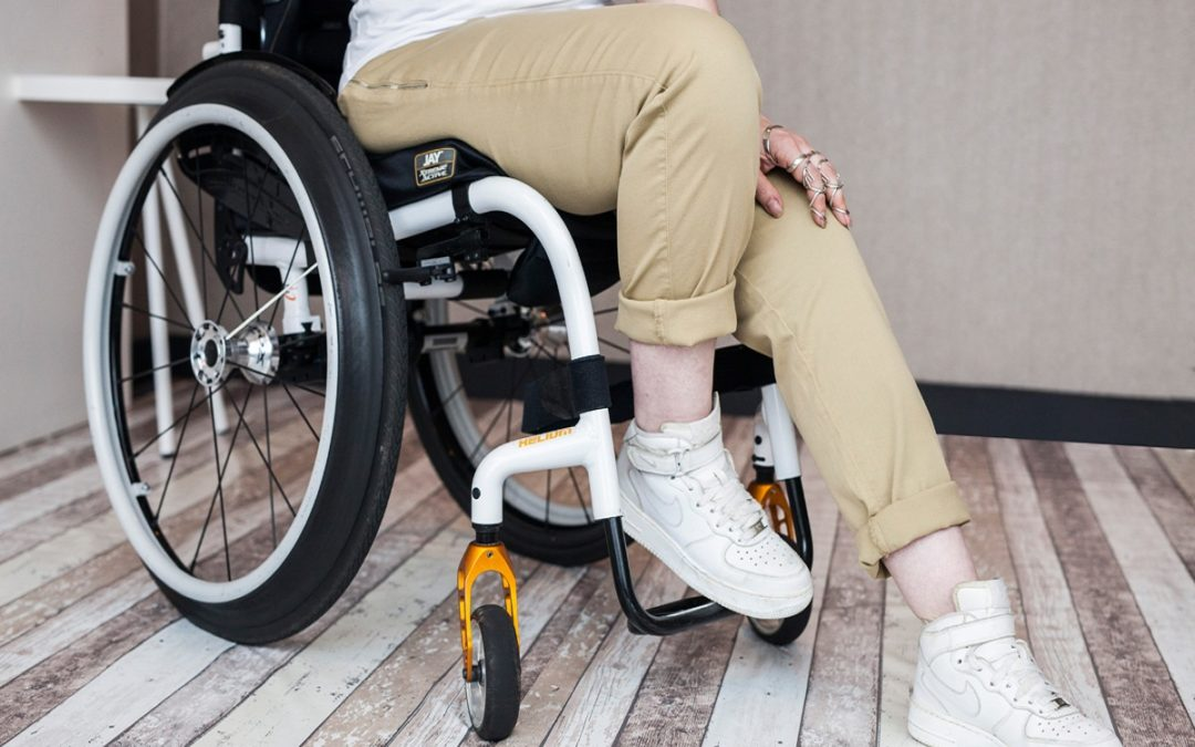 10% korting op de Bay Zipper dames-rolstoelbroek van BE IT BY JENN