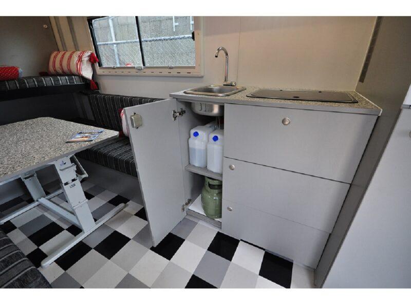 Camper-type-8-automaat-gaspedaal-links-keuken-korting Onbeperkt-leven