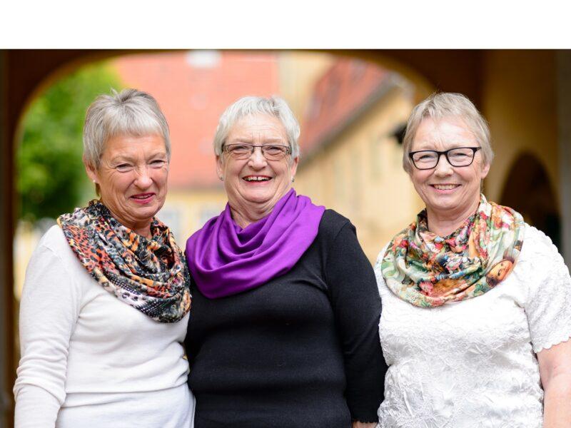 Dames-met-sjaals-senioren-Honnisjaal-korting-Onbeperkt-leven