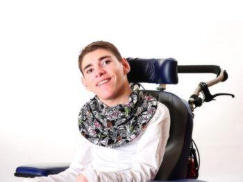 kwijlsjaal-voor-gehandicapten-Honnisjaal-korting-Onbeperkt-leven